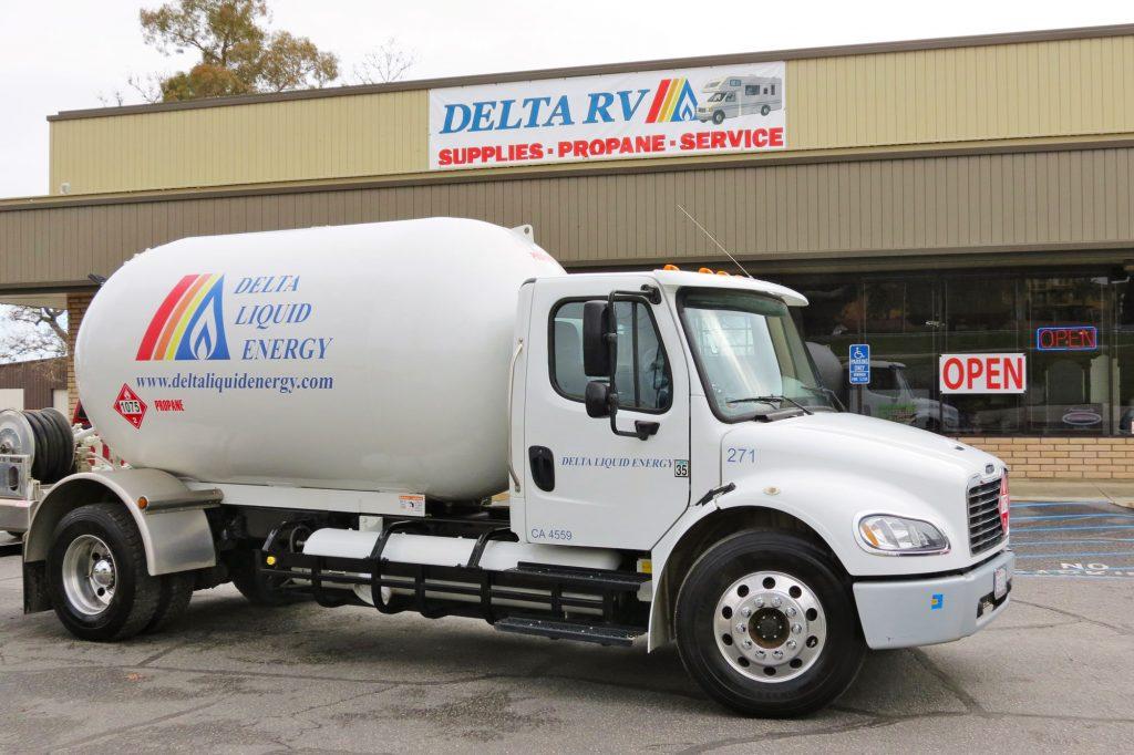 Propane bobtail truck in front of Delta Liquid Energy location