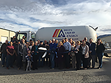 A photo of DLE customers and employees in Tehachapi.